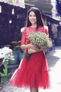 [ Người đẹp ] Ngọc Thanh Tâm rạng rỡ phố hoa