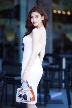 [ Người đẹp ] Trương Quỳnh Anh  tôn nét gợi cảm ngày hè