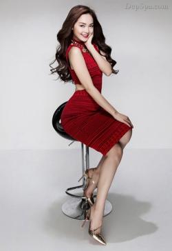 [ Người đẹp ]  Sao Việt mặc đẹp cùng mốt giày metalic