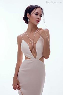 [ Người đẹp ] Vũ Ngọc Anh gợi cảm với váy Lê Thanh Hòa