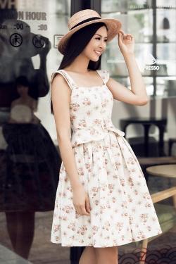 [ Người đẹp ] Ngọc Hân gợi ý váy áo cho buổi hẹn hò cà phê