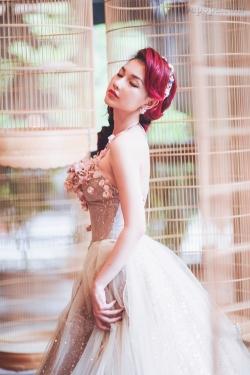 [ Người đẹp ] Quỳnh Chi u buồn khi diện váy cưới